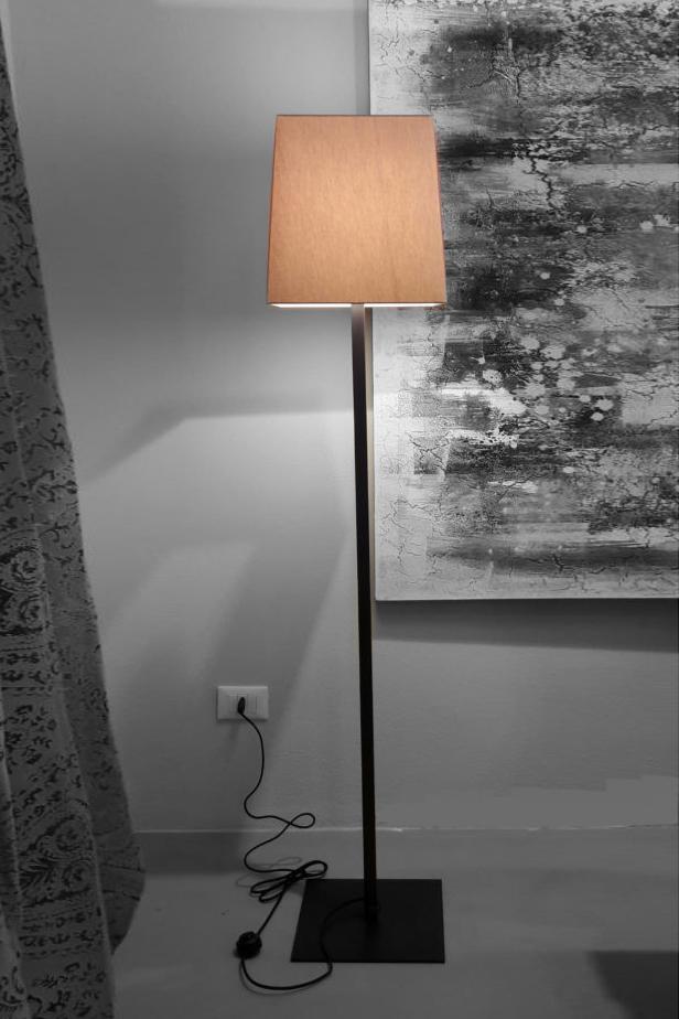 Vibo-outlet-lampada-da-terra