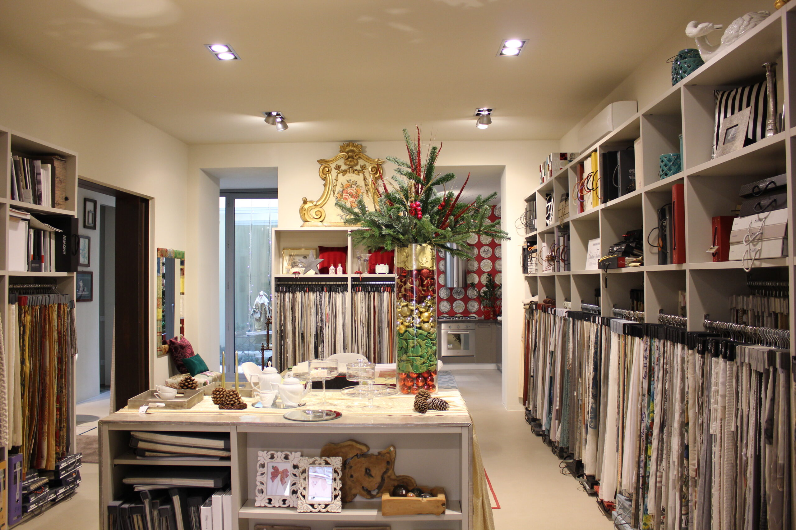 Vibo-interno-showroom-tessuti